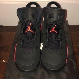 Kids Jordan 6 Retro BP Sneakers Size 2Y